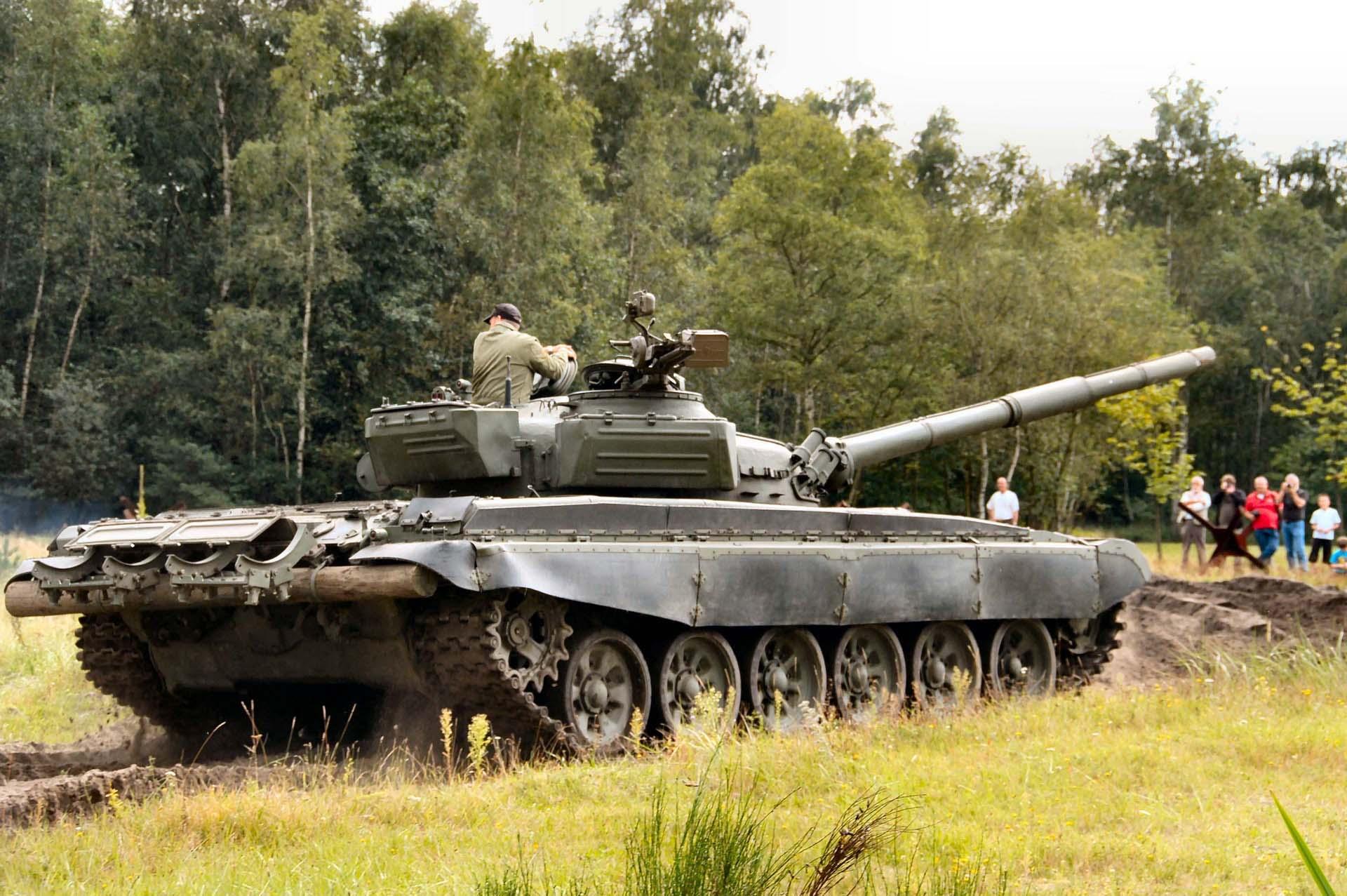 https://tanksdb.ru/images/photos/t-72/tanksdb.ru_t-72_21.jpg